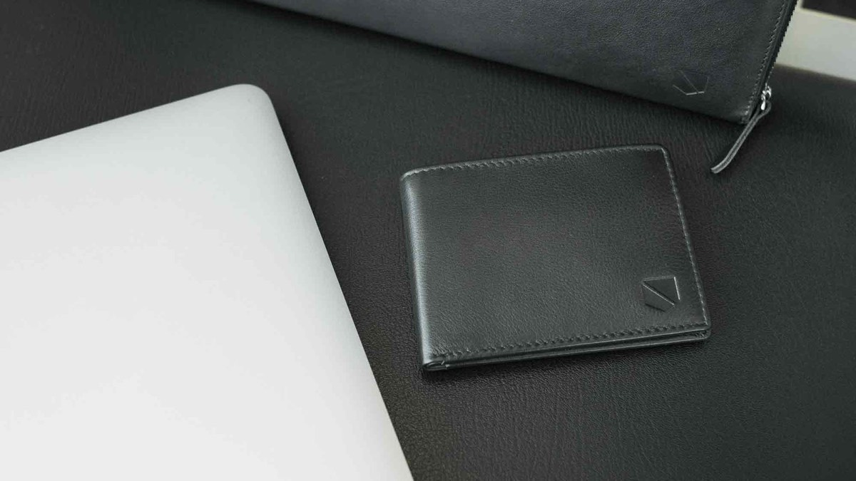 RFID-blocking wallet to keep your cards safe